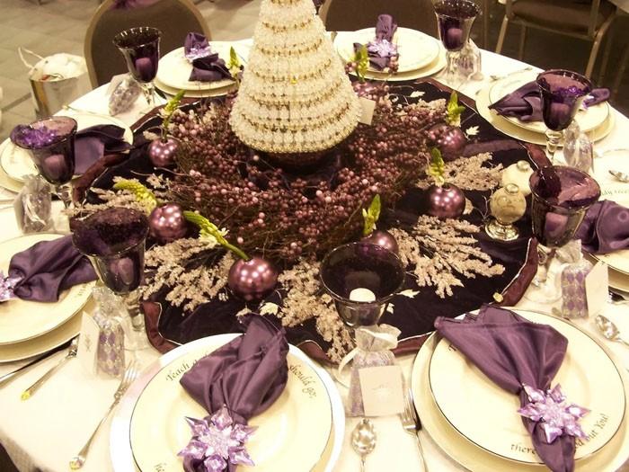 Ёлка на новогодний стол может быть креативной и стильной